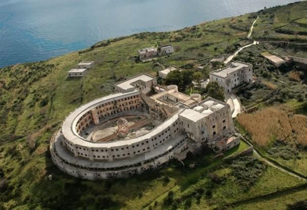 Остров Вентотене - Бурбоны построили тюрьму
