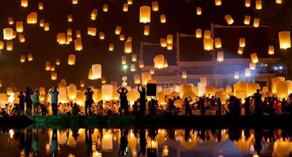 Ночь желаний с китайскими фонариками в Неаполе