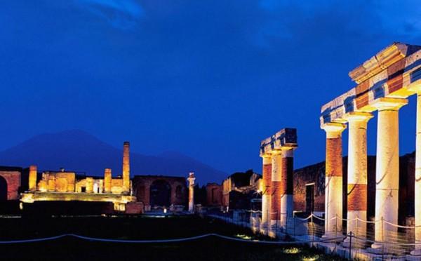 Ночи в Помпеях: ночные экскурсии по раскопкам
