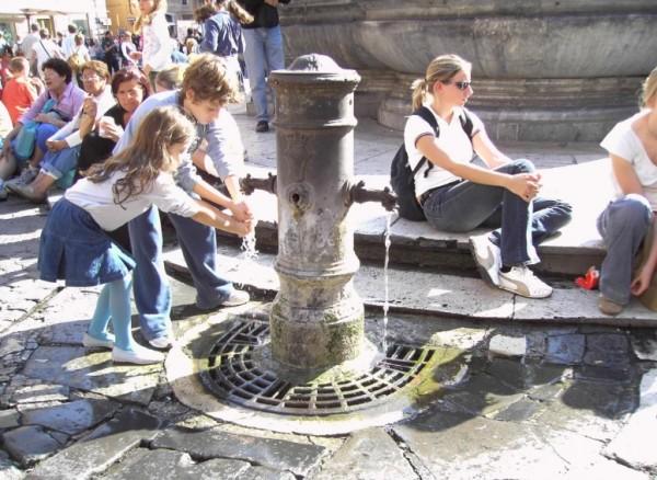 В Риме отключают общественные фонтаны для питья