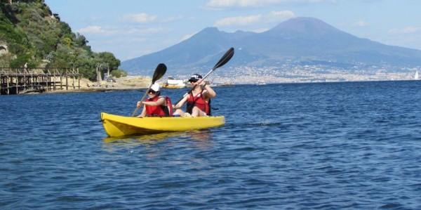 Каякинг в Неаполе, замечательные походы вдоль побережья Партенопеи