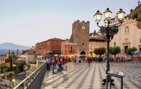 Сицилийский город прогоняет официантов с тротуаров