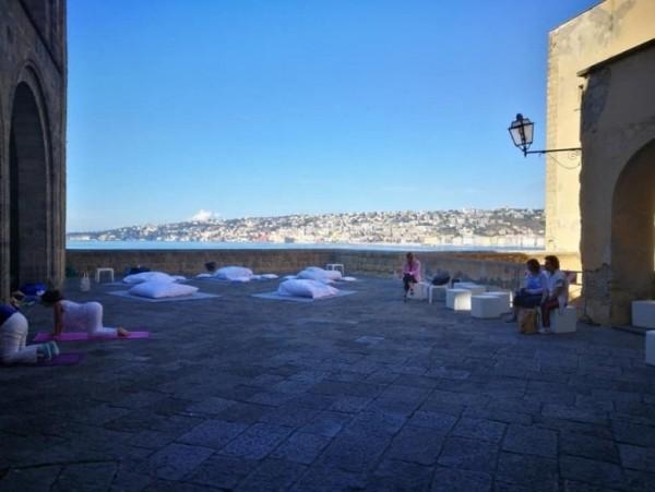 Фестиваль Йоги в Неаполе: медитации в Кастель-дель-Ово
