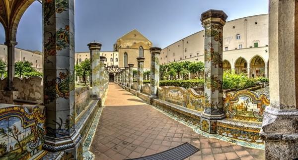 Неаполь. Белая Ночь в монументальном комплексе Санта-Кьяра