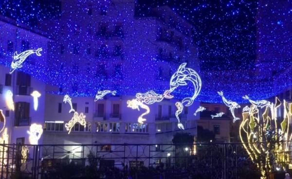 В Салерно загорелись рождественские огни «Luci d'Artista»