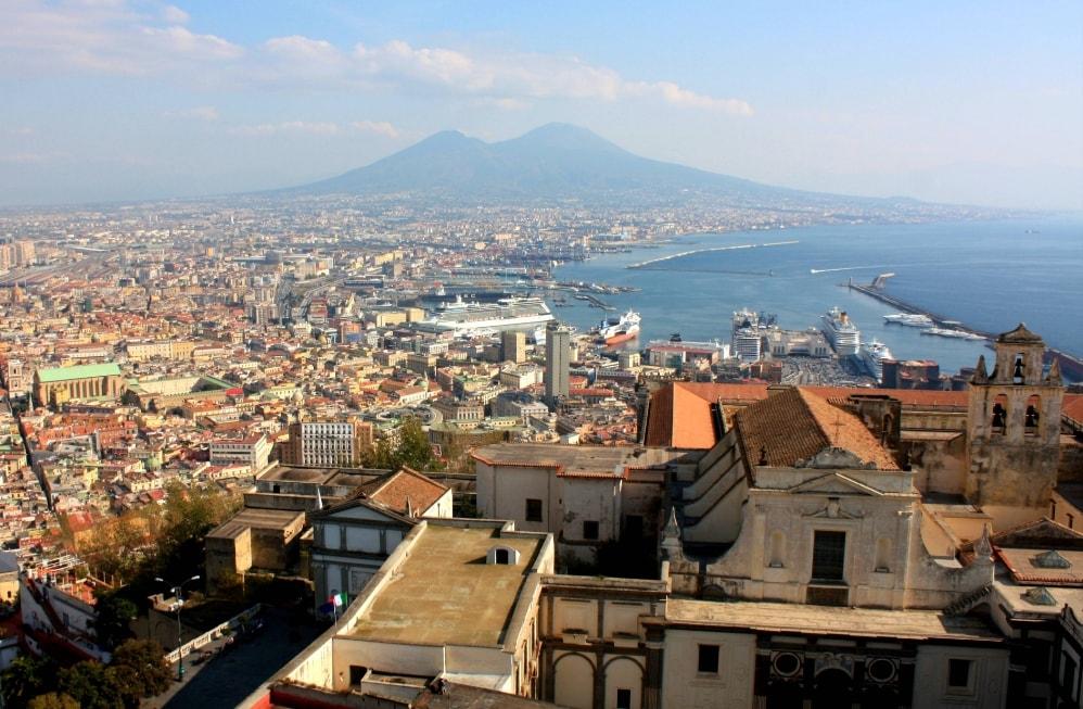 жизнь и работа вдохновляется любовью к Неаполю