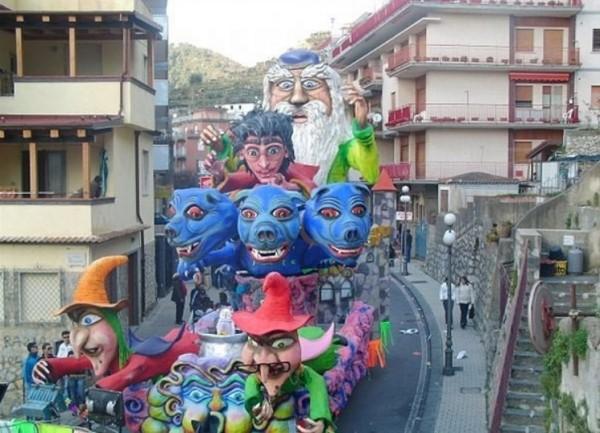 Салерно. Большой карнавал в Майори