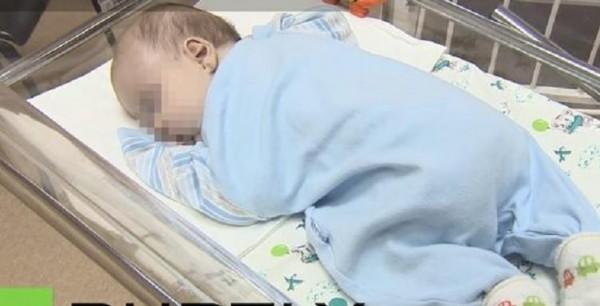 Неаполь. 14-летняя девушка родила в ванной собственной квартиры