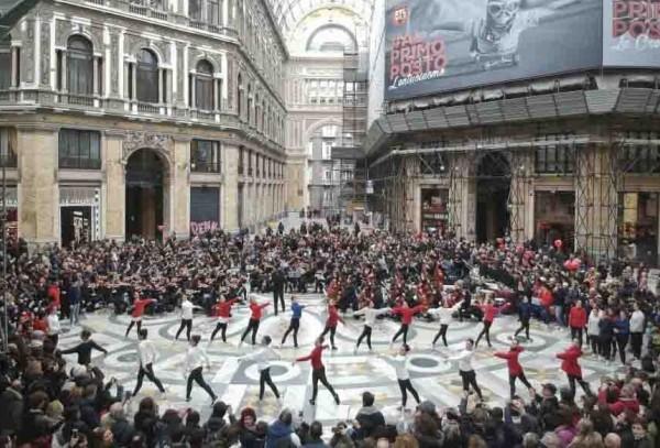 Неаполь: рекордный Флешмоб в Галерее Умберто