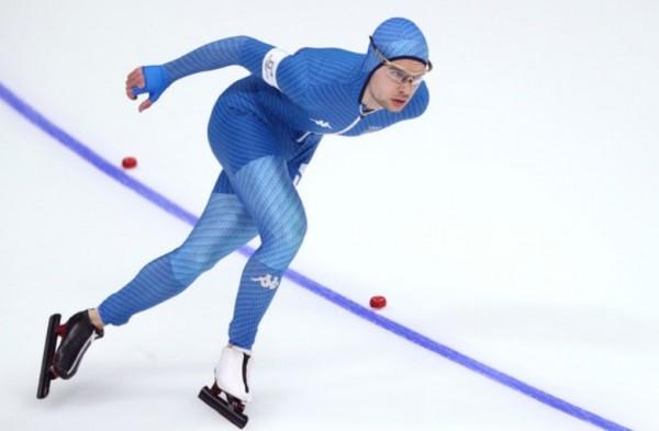 итальянский конькобежец Никола Тумолеро финишировал с третьим
