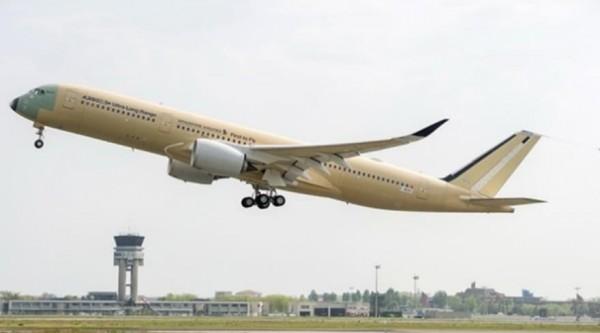 Небо над Неаполем: полет таинственного самолета