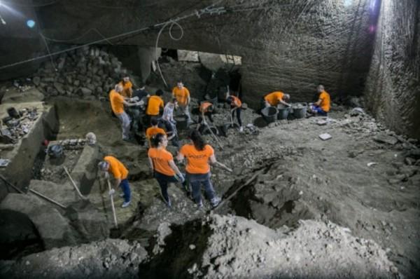 в подземном городе Неаполь найдены останки «чудовища Маскио Анджоино»