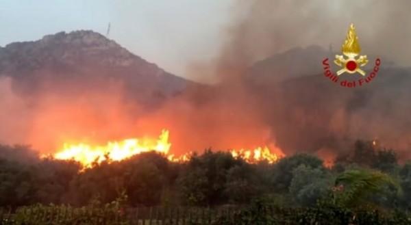 В �талии из-за сильных лесных пожаров объявлено чрезвычайное положение