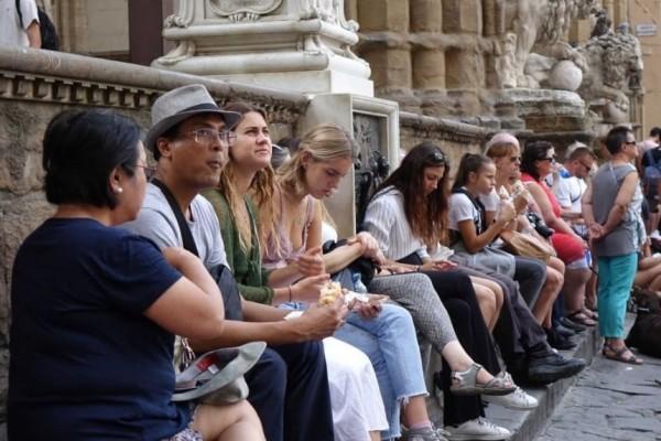 Флоренция: туристам запрещается перекусывать на улице - штраф €500