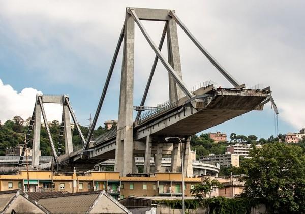 видео камеры наблюдения момента обрушения моста в Генуе