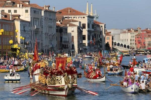 Венеция: на Гранд Канале прошла эпохальная регата
