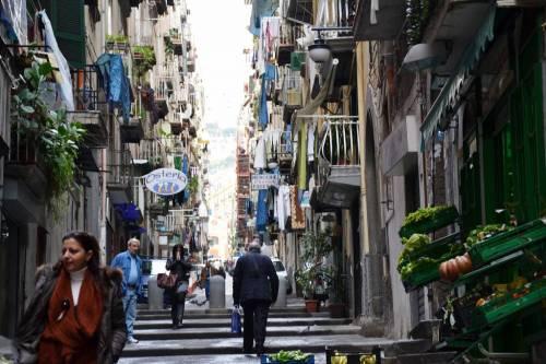 в Неаполе не кого-то, а именно вас вдруг прижмут к стенке