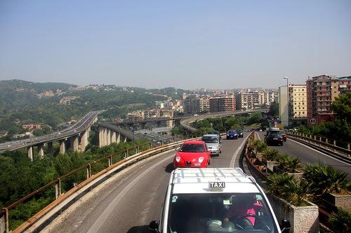 На пути с аэропорта к центру Неаполя