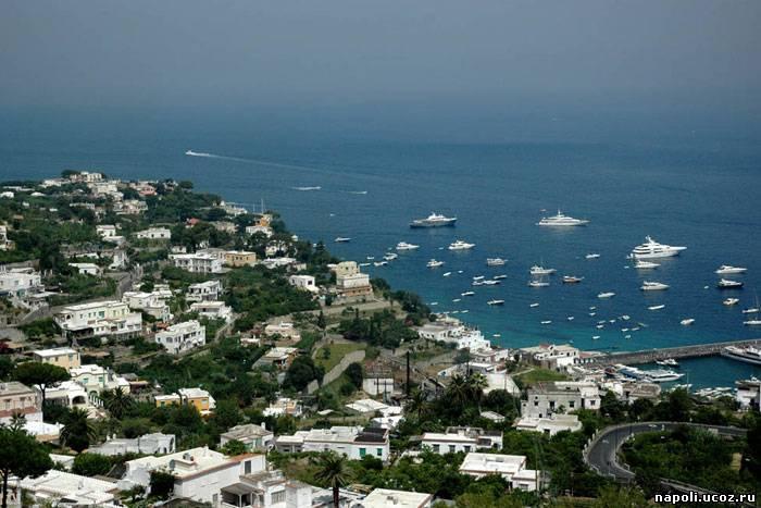 КАПРИ - живописный скалистый остров