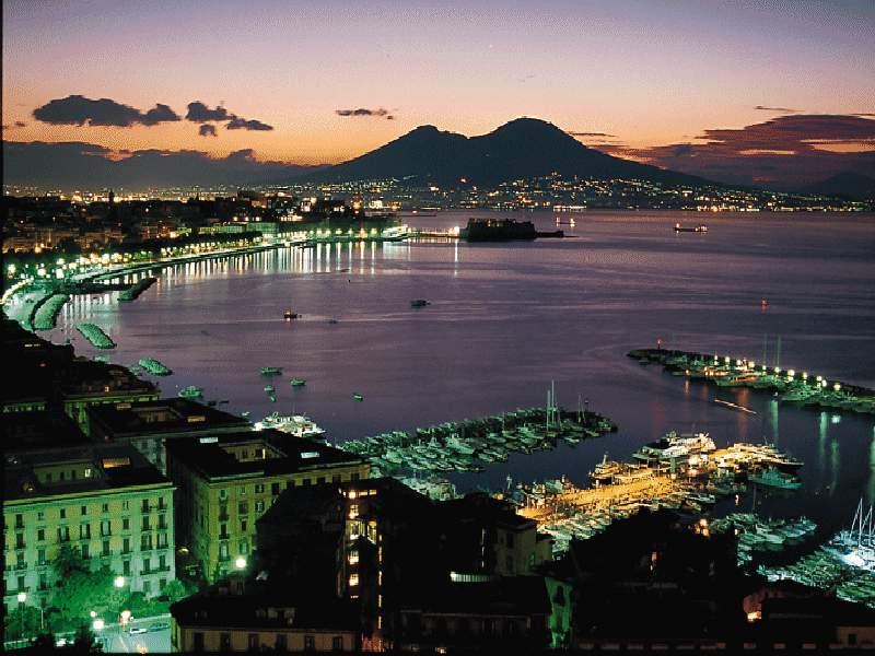 Неаполь - третий по величине город Италии