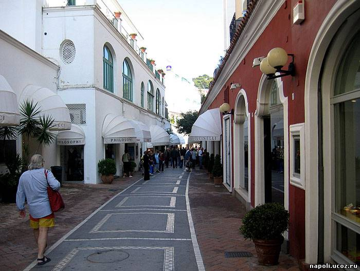 Административный центр острова – одноименный город Капри