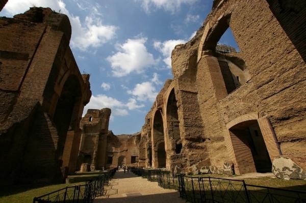 посетите руины Терм Каракаллы в Риме