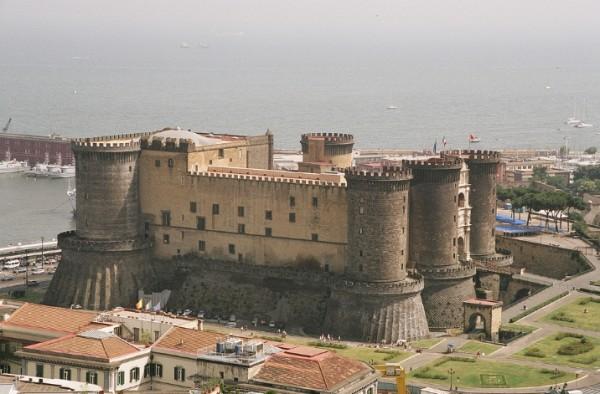 замок Маскио Анджоино (Maschio Angioino) Неаполь