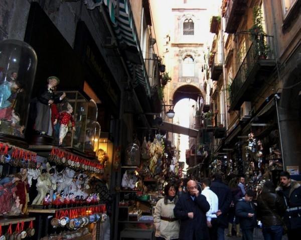 via San Gregorio Armeno, Неаполь