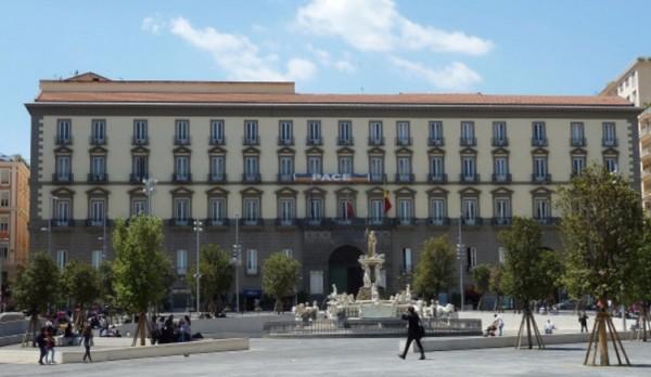 дворце Сан-Джакомо, Неаполь