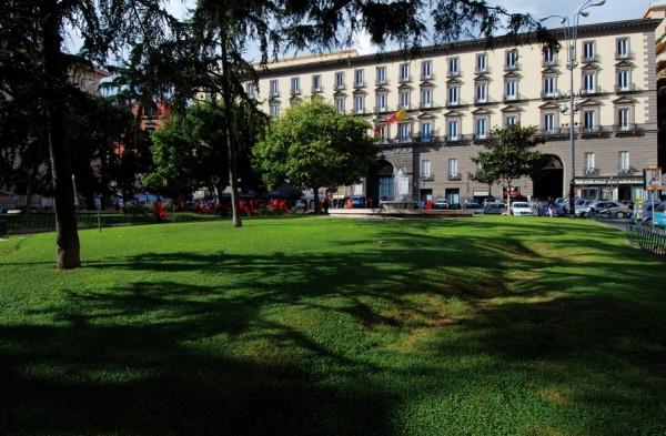 Площадь Муниципалитета (Piazza del Municipio), Неаполь