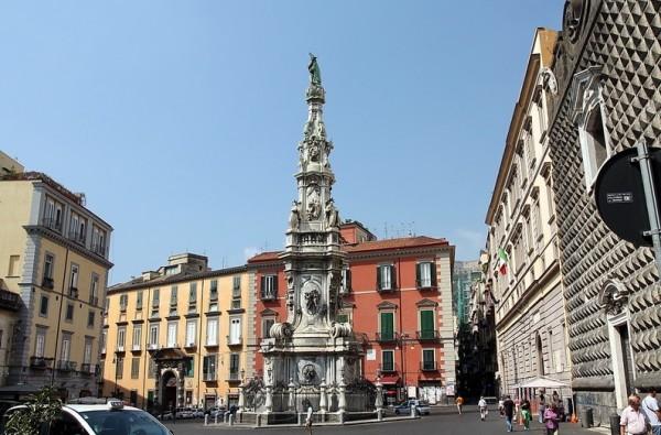 Площадь дель Джезу Нуово, Неаполь