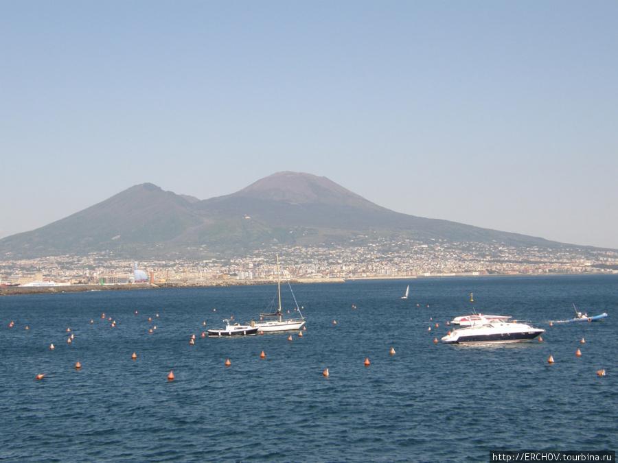 Рисовать Неаполитанскую бухту и вулкан Везувий приезжали многие художники