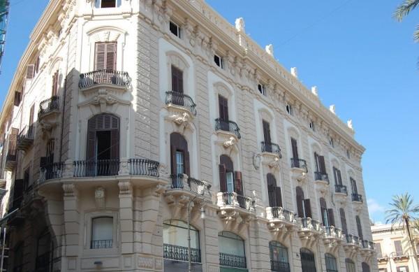 Палермо - здания центра города отреставрировать