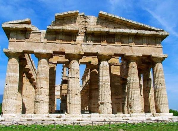 Самый большой и лучше всех сохранившийся храм – это храм Нептуна