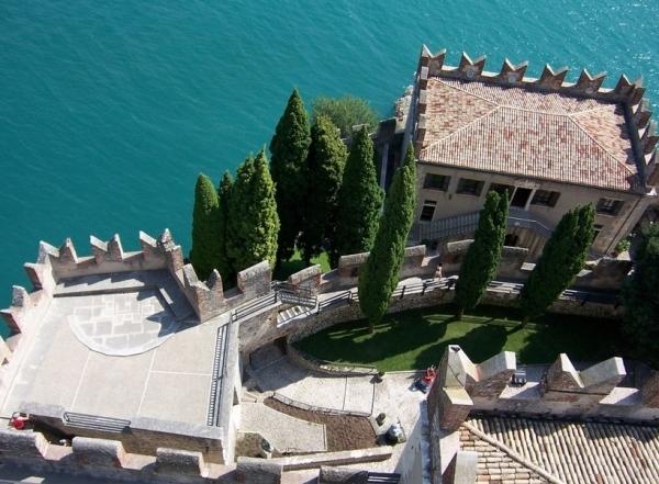 Еще одним довольно выгодным вариантом вложить деньги будет – купить квартиру или дом в Лигурии или Тоскане