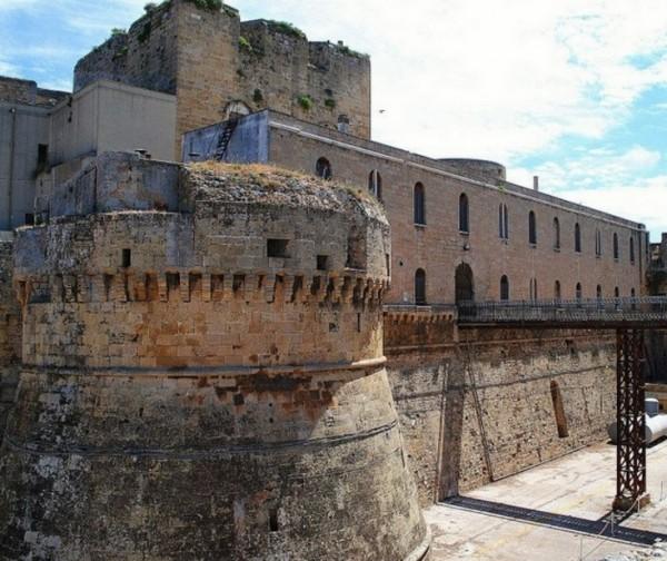 Замок Бриндизи – одна из основных достопримечательностей города