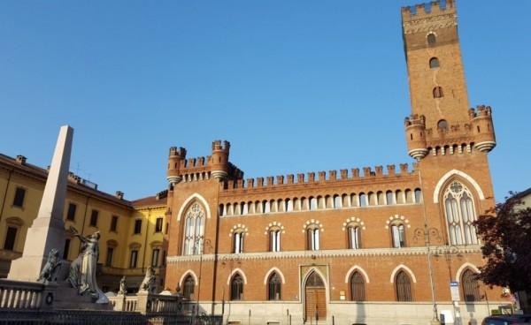 Ценители лучших итальянских вин непременно отправляются в город Асти