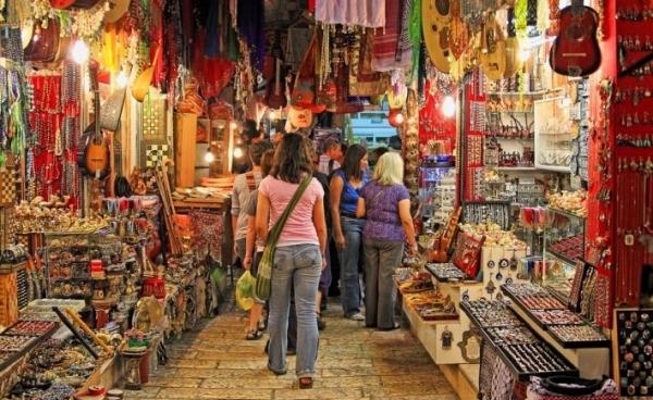 Разнообразие видов сувениров ,предлагаемых туристам в Италии