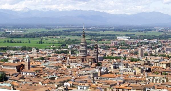 Новара находится недалеко от Милана и в 80 км от Турина