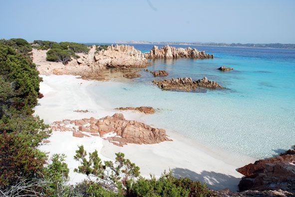 Туристы со всей планеты приезжают насладиться шикарными пляжами Сардинии