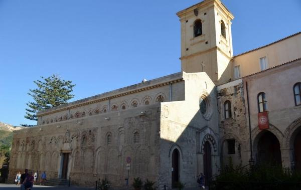 Святыней каждого города Италии является Кафедральный собор, жители зовут его Дуомо