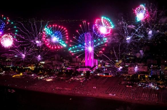 Город Римини - розовый ночь