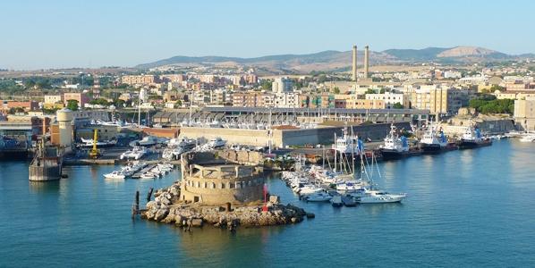 Проехав 80 км на северо-запад от Рима, мы повстречаем портовый город Чивитавеккья