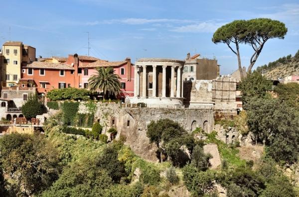 Тибурн расположился в 30 км на восток от Рима