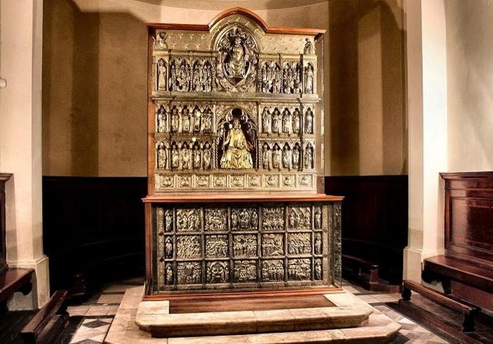 Уникальный для всего мира памятник архитектуры – серебряный алтарь – находится на территории капеллы Святого Иакова