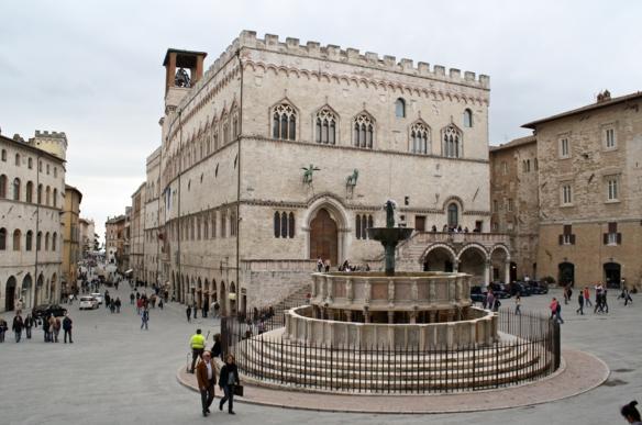 Город Перуджа - фонтан Маджоре 1277-1278 годов