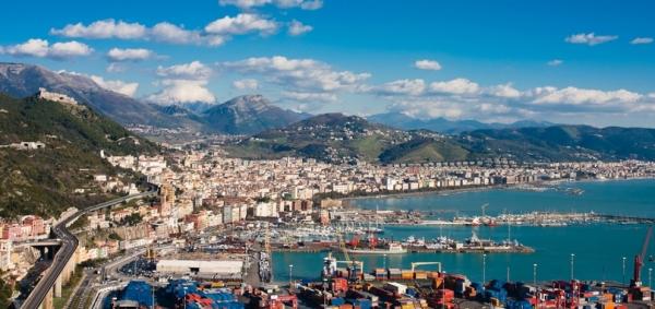 Город Салерно, в в регионе Кампания, на побережье Тирренского моря