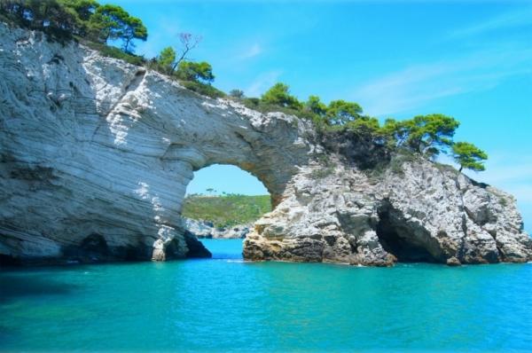 Можно посетить экскурсии на катере к островам Тремити
