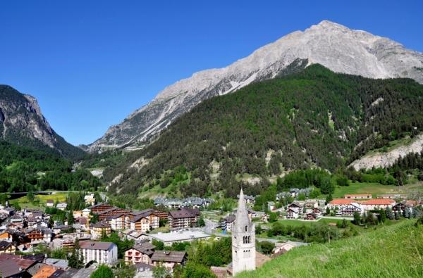 Город Чезана - стильный горнолыжный курорт Италии