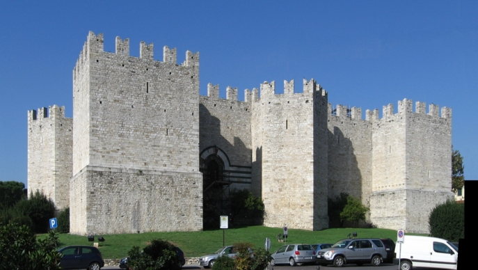 В тот период замок Прато принадлежал династии Альберти